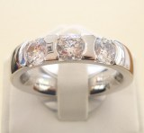 Alliance-Ring mit 3 Brillanten zus. 1.05ct., Weissgold